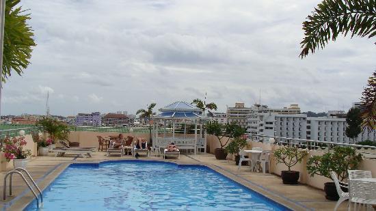 LK Mansion: Swimming pool