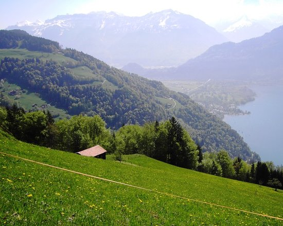 Интерлакен, Швейцария: Hiking from Beatenberg to Interlaken