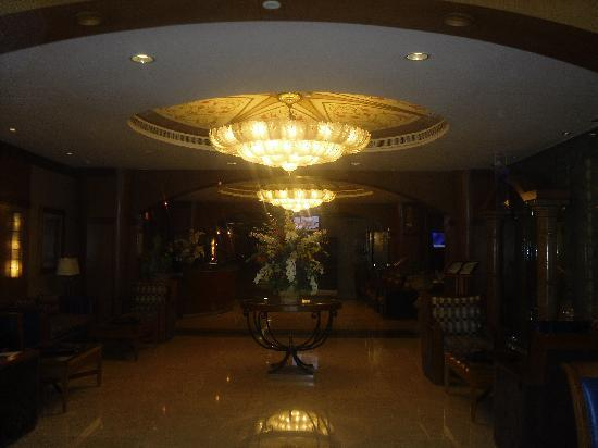 The Country Club Hotel: Lobby area
