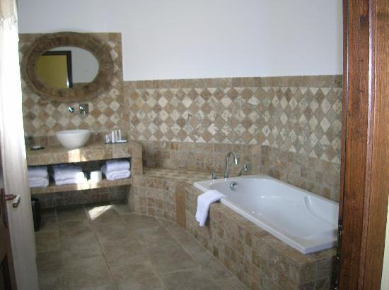 La Dimora: our bath room