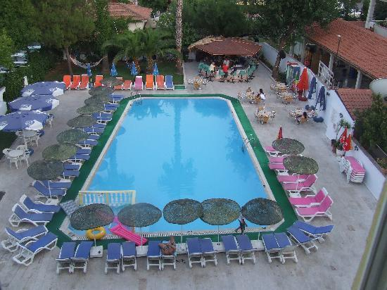 Private Hotel: view overlooking the pool