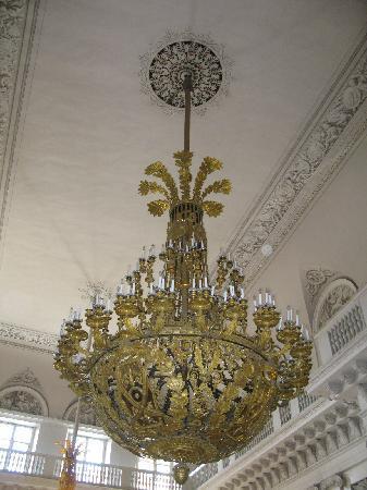 พิพิธภัณฑ์เฮอร์มิทาจและพระราชวังฤดูหนาว: Hermitage - This candelier weighs one tonne
