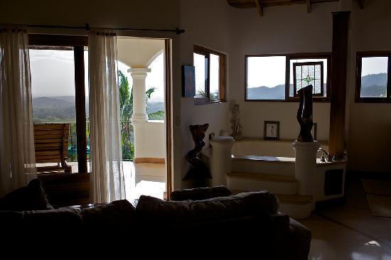 Los Altos de Eros: Inside the Eros suite, is a HUGE bathtub and some more sensual artwork to get you in the mood