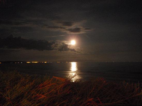 Full Moon Beach: la lune se lève, visible depuis l'hotel