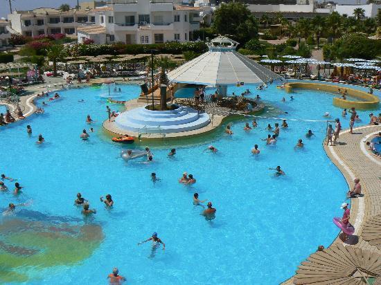 La piscine et sont bar dans l 39 eau picture of dreams for Piscine wasselonne