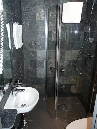 Hotel Hellsten: La salle de bains