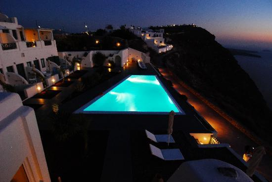 Anastasis Apartments: Pool during sunset