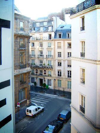 Hotel Ascot Opera: 部屋の窓から-B