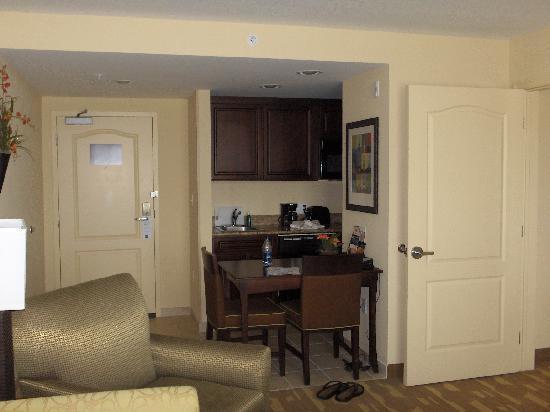 Homewood Suites by Hilton Lake Buena Vista-Orlando: small kitchen area