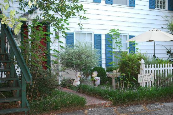 Azalea Plantation: The Magnolia Suite