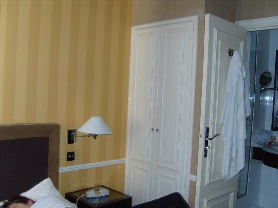 Victoires Opera Hotel : Bathroom