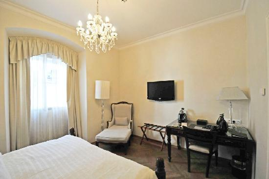 Savic Hotel: bedroom, room 311