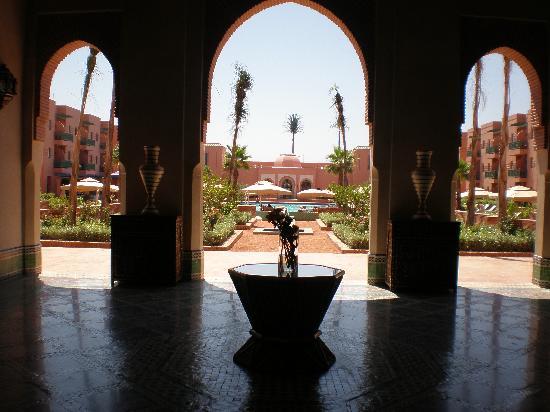 Hotel Les Jardins de l'Agdal: vue sur la piscine depuis un salon