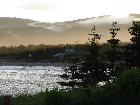 Seascape Coastal Retreat: Outstanding sunset