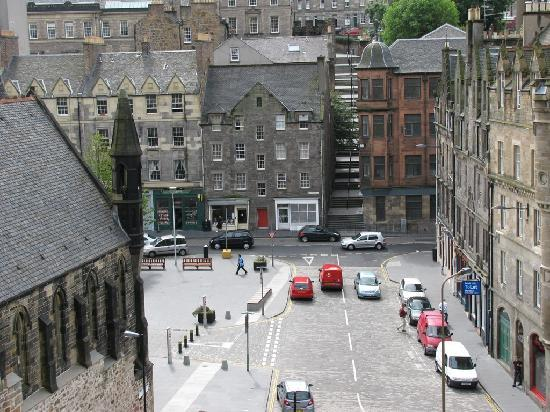 Apex City of Edinburgh Hotel: View from Edinburgh castle steps to the Grassmarket (Apex)