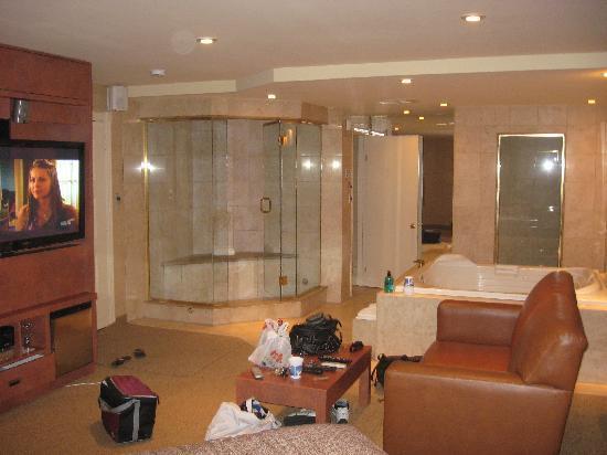 La geisha picture of le fabreville motel et suites for Motel le suite pudahuel