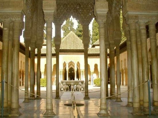 El Patio De Los Leones Granada Espana Picture Of Granada
