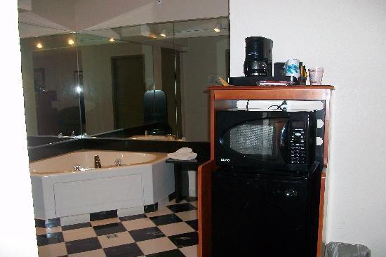 BEST WESTERN PLUS Sandusky Hotel & Suites : Jacuzzi suite