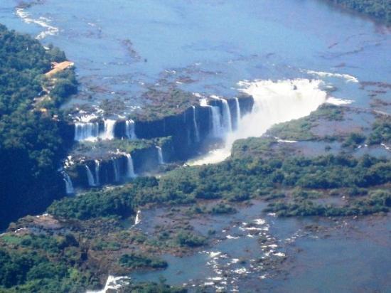 Cataratas del Iguazú: Caudal del río Iguazú en abril del 2005