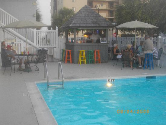 Edgewater Inn: THE POOL & TIKI BAR.....