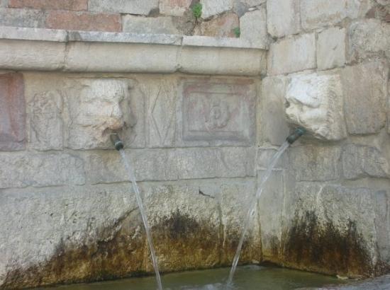 Fontana delle 99 canelle, L'Aquila.