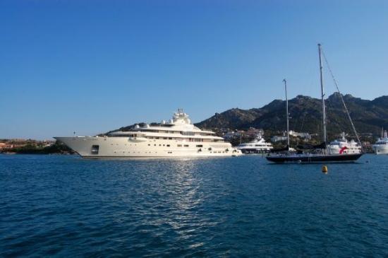 La parade des super yachts (Porto Cervo, Sardaigne)