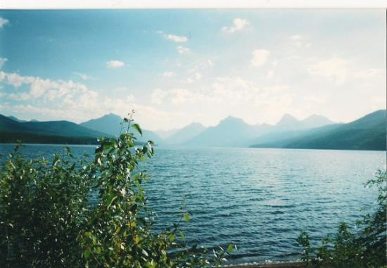 Glacier National Park, มอนแทนา: The lake at Glacier International Peace Park in Montana