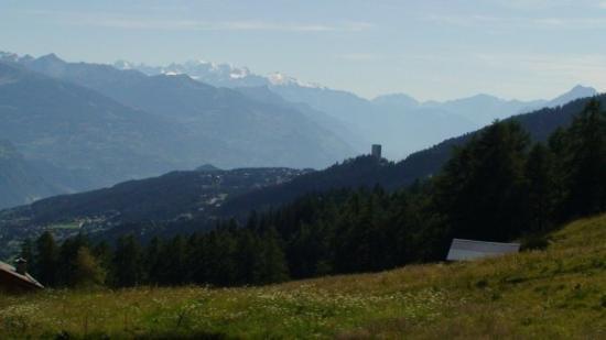 Crans-Montana, สวิตเซอร์แลนด์: Crans- Montana + mont Blanc im Hintergrund