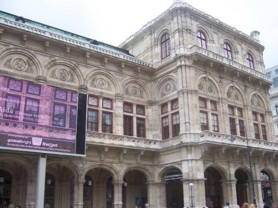 Wiener Staatsoper: The Vienna opera house.  Fairly historic I understand.