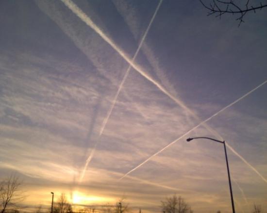 แมดิสัน, วิสคอนซิน: The contrails looked amazing in the sunset