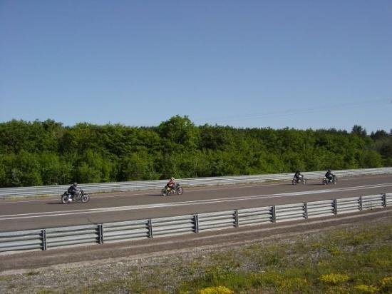 ดีชง, ฝรั่งเศส: Darren racing