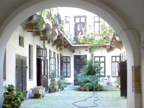 แคสเซิ่ลฮิลล์: Court Yard in the Castle District