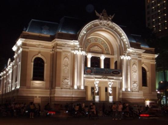 Saigon Opera House (Ho Chi Minh Municipal Theater): Night ciew of the Opera House