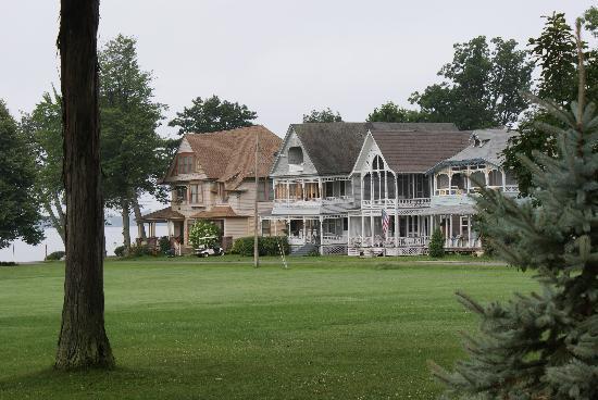 Wellesley Hotel and Restaurant : cottages
