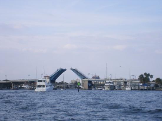 ฟอร์ตลอเดอร์เดล, ฟลอริด้า: bridges go up