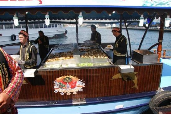 Bosphorus Cruise: Balik-ekmek production line!