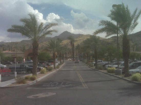 ปาล์มสปริงส์, แคลิฟอร์เนีย: The view from Target's front door