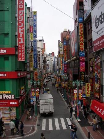 ชินจูกุ, ญี่ปุ่น: City street in Tokyo, Japan. March 2006.