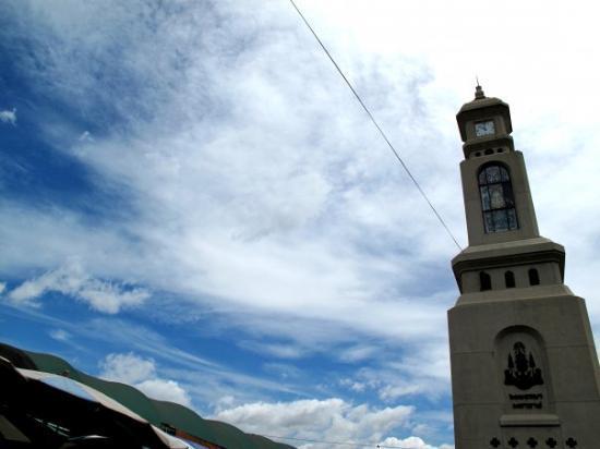 ตลาดนัดจตุจักร: Clock tower in the middle of Chatuchak!!!  i sooo love this ;p
