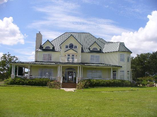 Lillian Farms Country Estate: The House -- isn't it gorgeous?