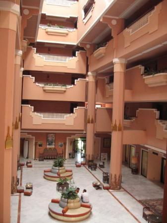 Imperial Borj Hotel: Une partie du Hall de l'hotel