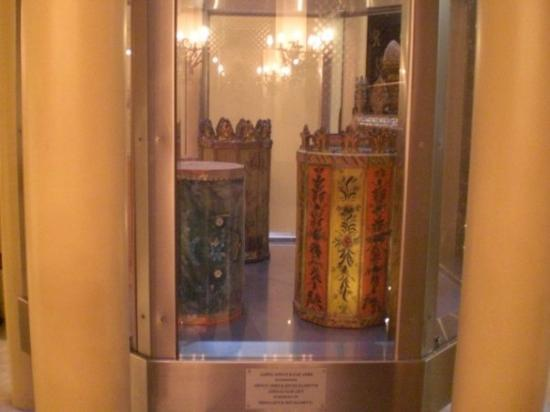 Museo Judío: several Torah covers in the Jewish Museum