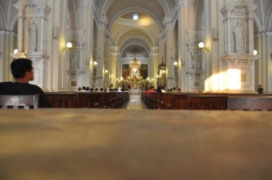 ลีอง, นิการากัว: inside la catedral.
