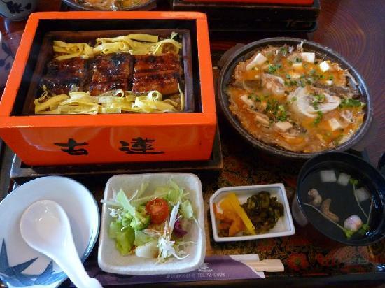 Yanagawa, Japão: 特盛きっぷで食べたせいろ蒸し&どじょう鍋