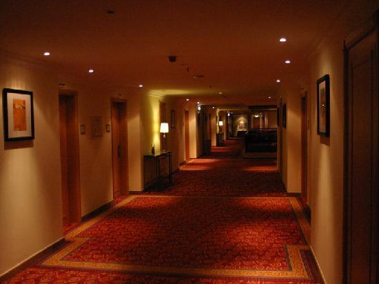 Praia D'El Rey Marriott Golf & Beach Resort: Corridor