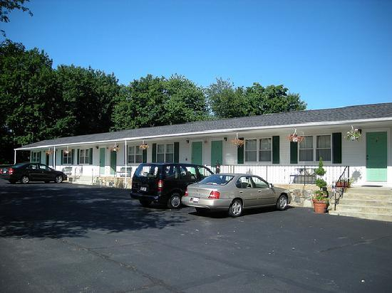 Founder's Brook Motel & Suites: Main Building