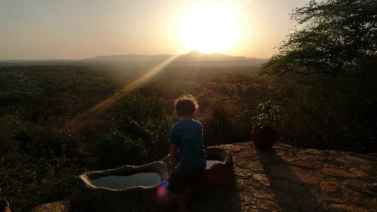 Il Ngwesi Lodge: Watching the sunrise with hot chocolate