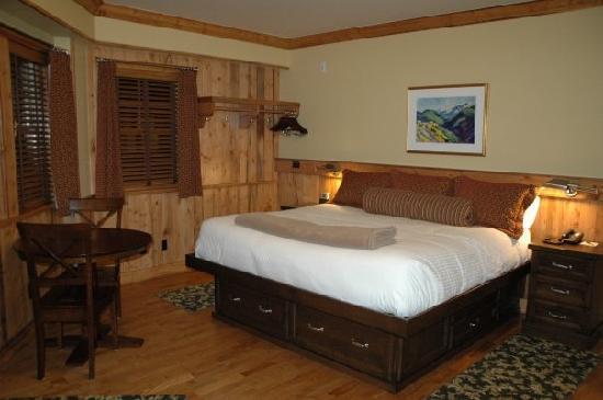 The Green Bridge Inn : King Room