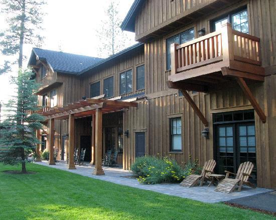 Five Pine Lodge & Spa : Main Building