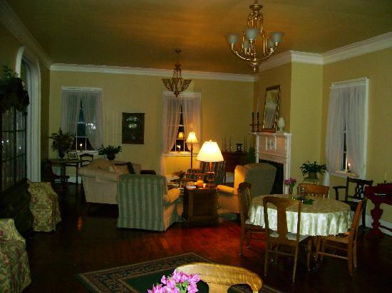 Bed & Breakfast at Oliver Phelps : Charming Reading Area